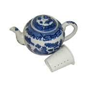 Blue Willow Teapot with Infuser -